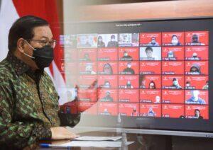 Seskab Pramono Anung memberikan sambutan dalam Halalbihalal Sekretariat Kabinet Tahun 2021 yang dilaksanakan secara virtual, Selasa (18/05/2021) pagi. (Foto: Humas Setkab/Agung)