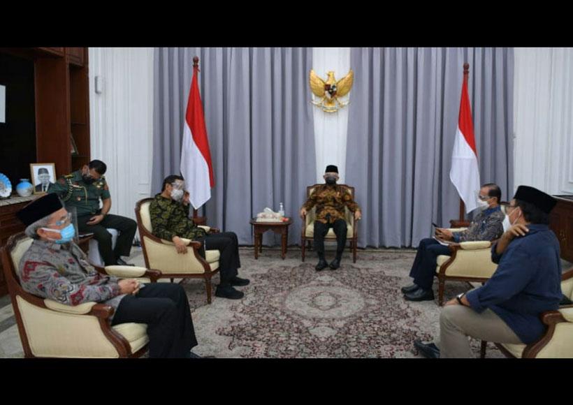 Temui Wapres, Mahfud MD Laporkan Persiapan Percepatan Pembangunan Kesejahteraan Papua Sumber: https://setkab.go.id/temui-wapres-mahfud-md-laporkan-persiapan-percepatan-pembangunan-kesejahteraan-papua/