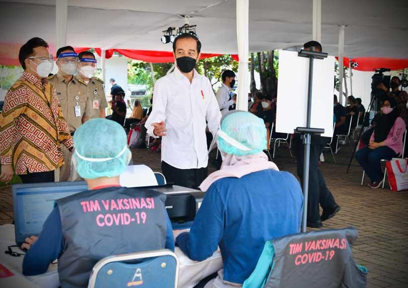 Presiden Jokowi Targetkan 100 Ribu Penyuntikan Dosis Vaksin per Hari di DKI Jakarta